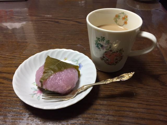 雛祭りで桜餅